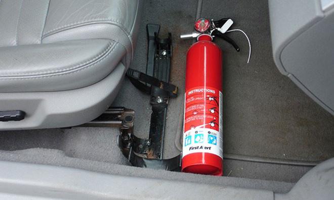 Lợi ích gì khi trang bị bình chữa cháy trên xe hơi ?